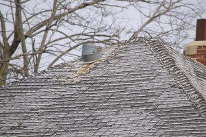Read more about the article Five Signs It's Time to Replace Your Roof