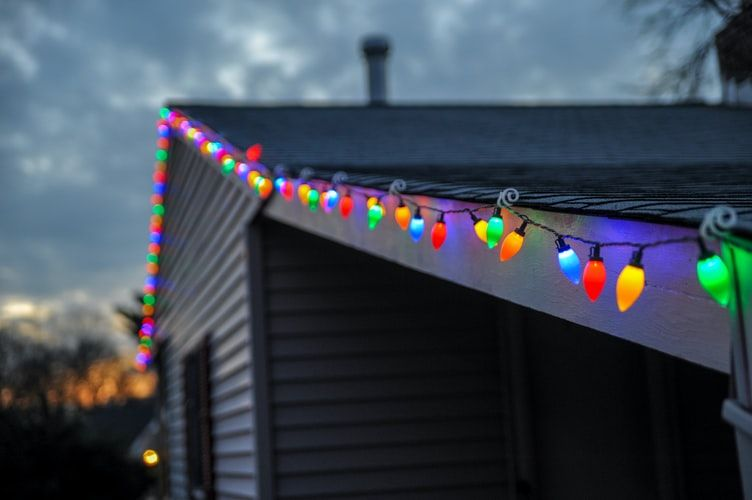 Safety Tips for Holiday Roof Decorations